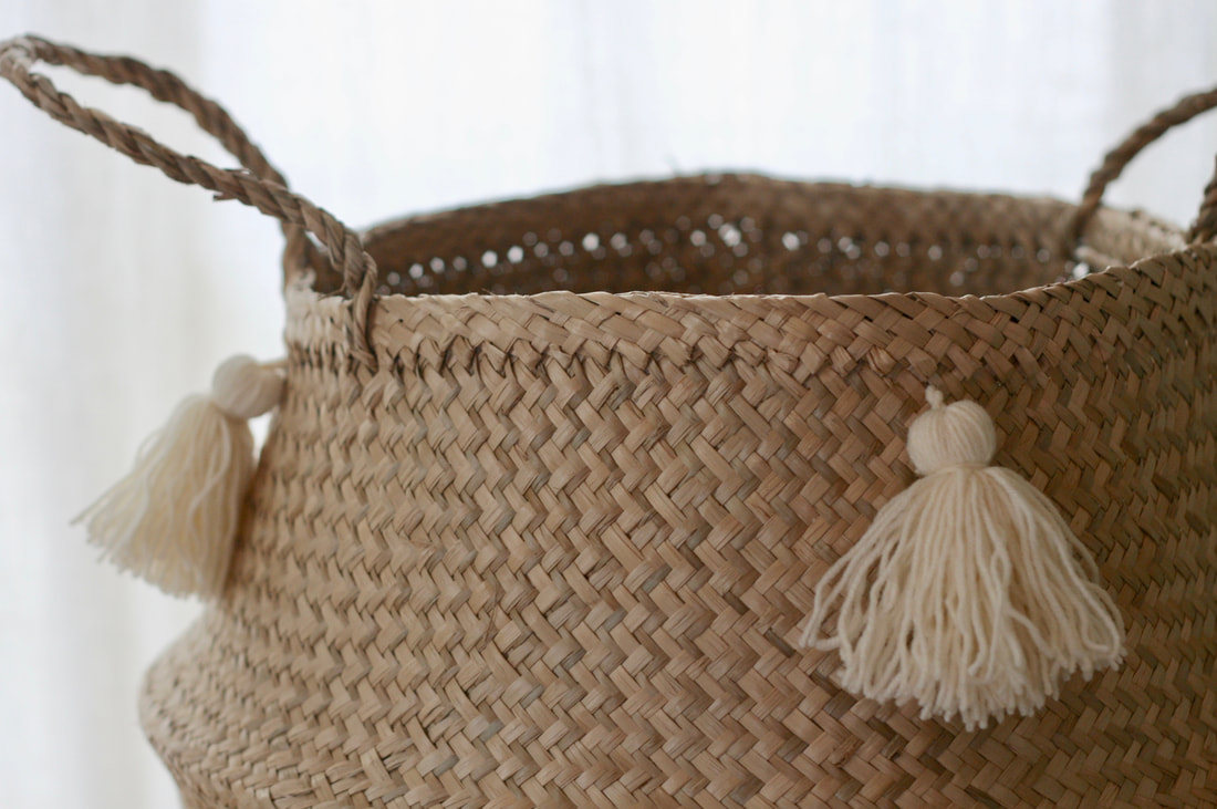 Seagrass basket with ivory tassels diy