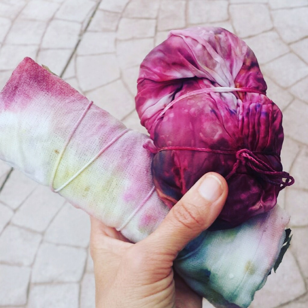 Eco dyeing in bundles